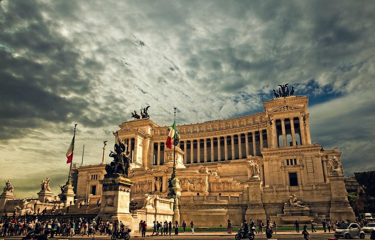 Roma vrea sa scape de infractorii romani